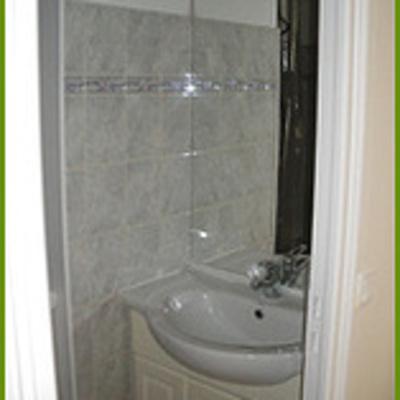 Pose lavabo, carrelage et faïence dans salle d''eau