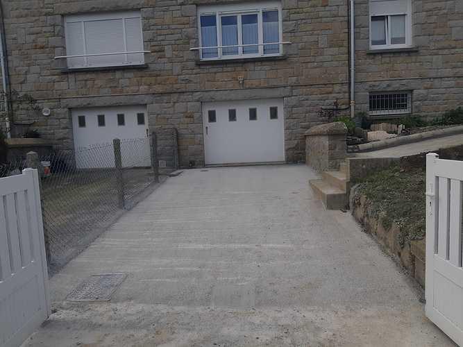 Coulage de dalle devant garage et création accès piéton - La Richardais 0