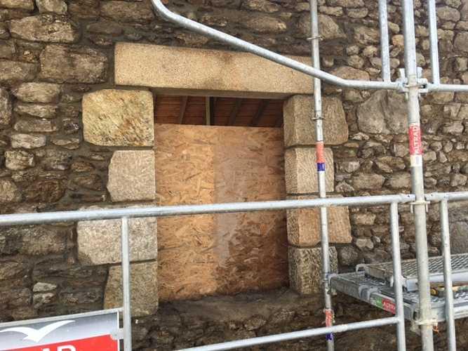 Percement mur ouverture pierre - chantier Dinard img0973