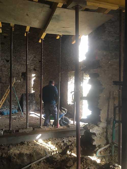 Rénovation de l''extension d''une maison en pierre r1469