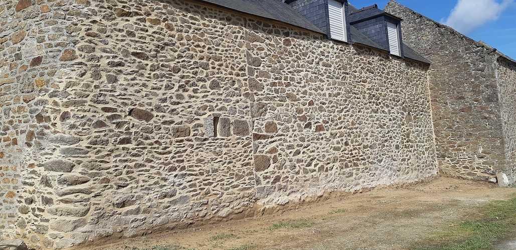 Chantier réfection joints à la Chaux - Domaine situé à Pleurtuit 20180405120809