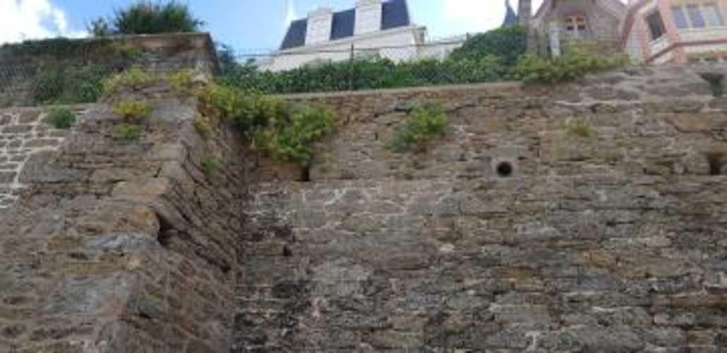 Remise en état d''un mur front de mer -St Enogat (35)avec des mortier speciaux special Mer 0